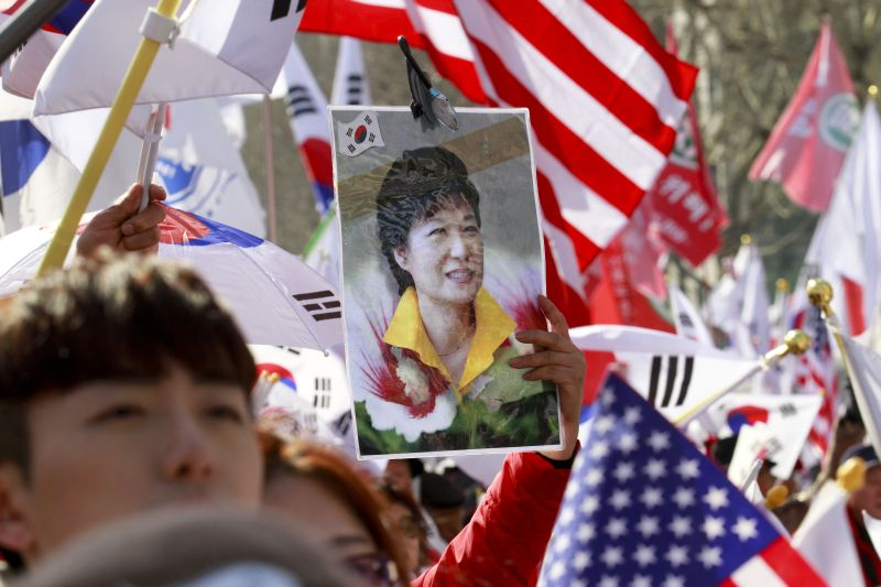 Акция в поддержку Пак Кын Хе