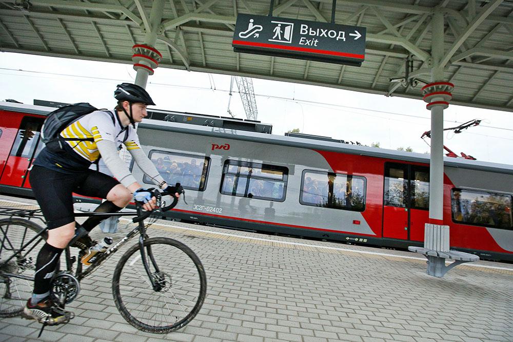 Велосипедист на платформе МЦК