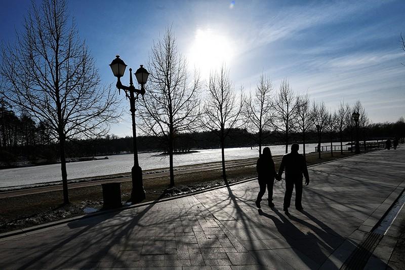 Отдыхающие в парке в Москве