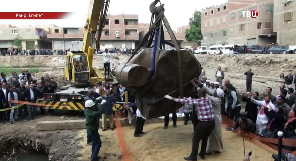 Фрагменты крупной статуи фараона найдены вКаире