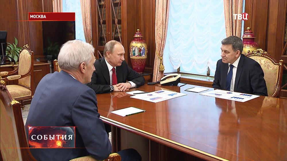 Владимир Путин во время встречи с  Александром Хлуновым и Андреем Фурсенко