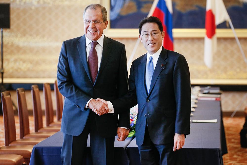 Глава МИД России Сергей Лавров и министр иностранных дел Японии Фумио Кисида
