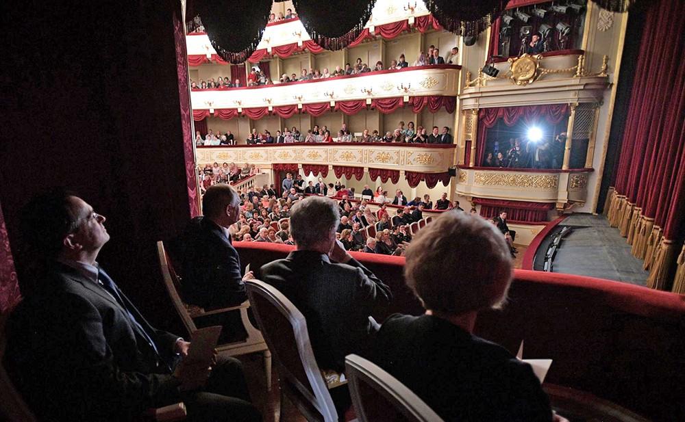 Президент России Владимир Путин на спектакле в Малом театре
