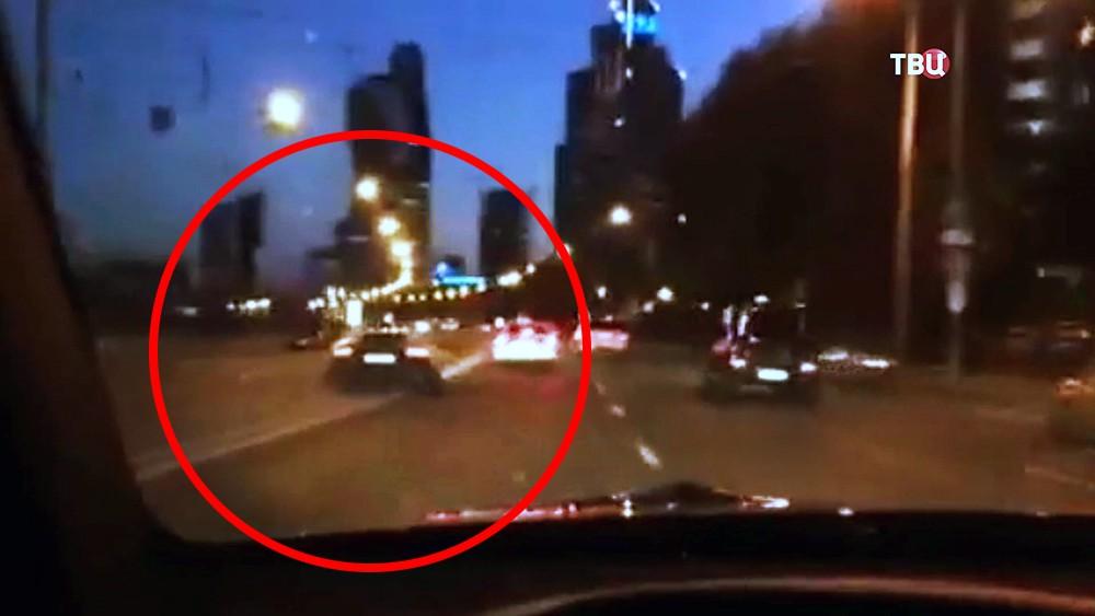 Машина футболиста Александра Кокорина на встречной полосе