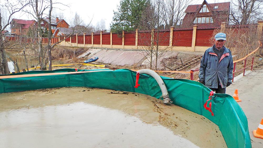 Ликвидация последствий разлива нефтепродуктов в водоеме