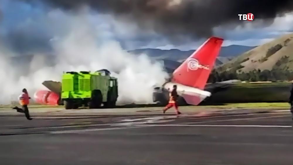Пассажирский Boeing загорелся при посадке в Перу