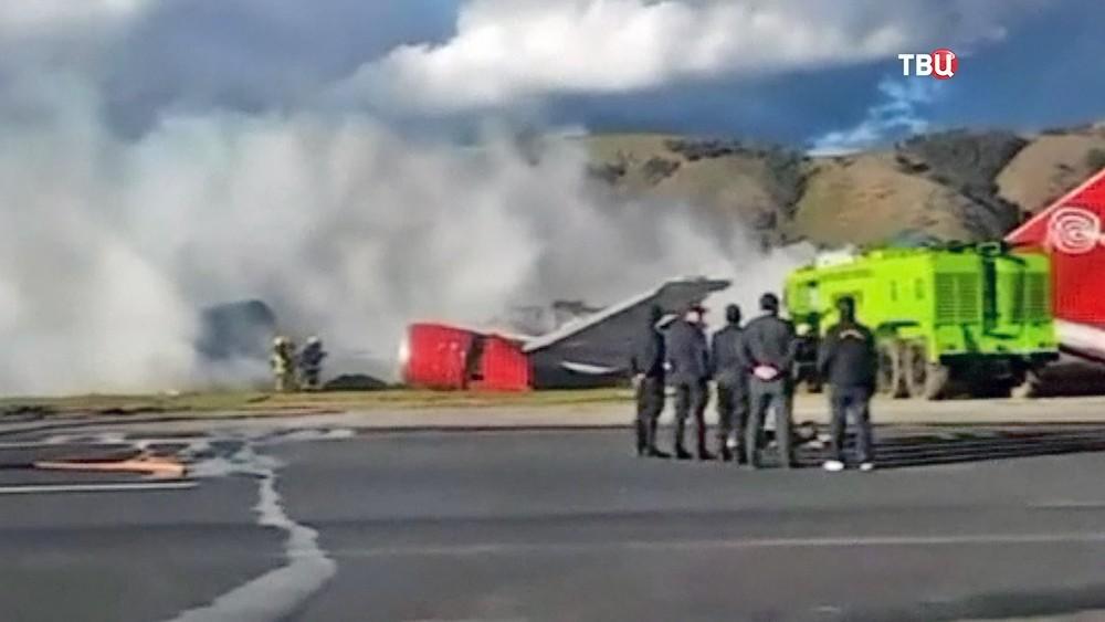 В Перу при посадке загорелся пассажирский Boeing. Видео