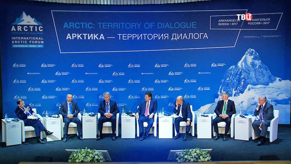 "Участники форума ""Арктика - территория диалога"""