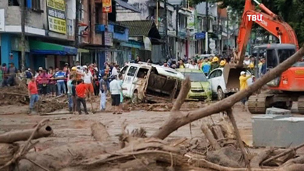Последствия схода оползеня в Колумбии