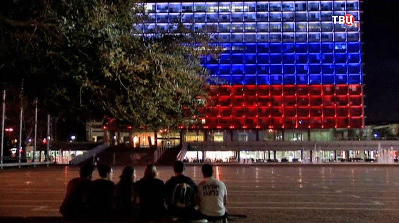 Проекция с российским флагом подсвечена на здании мэрии Тель-Авива