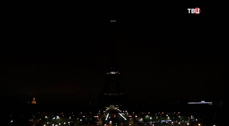 Эйфелева башня без подсветки
