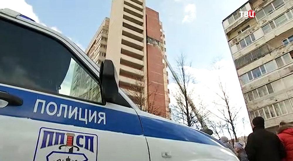Обрушение облицовки в жилом доме в Петербурге