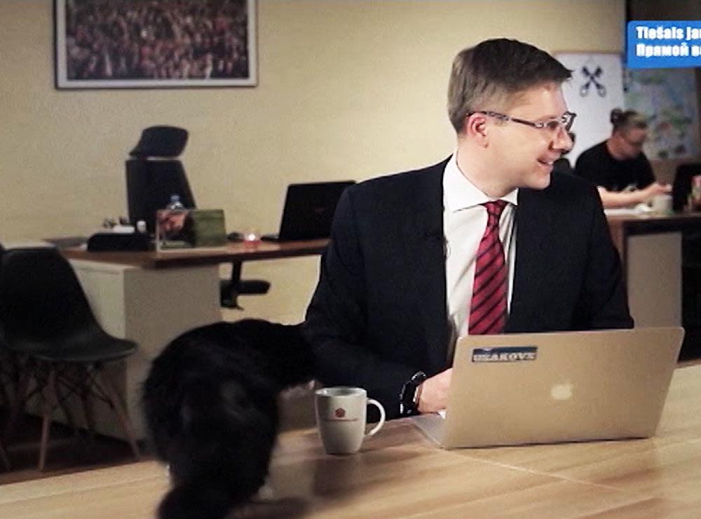 Мэр Риги Нил Ушаков и черный кот