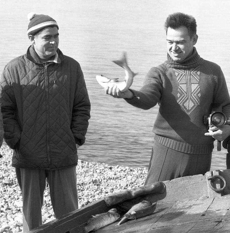 Летчик-космонавт СССР Георгий Гречко (справа)