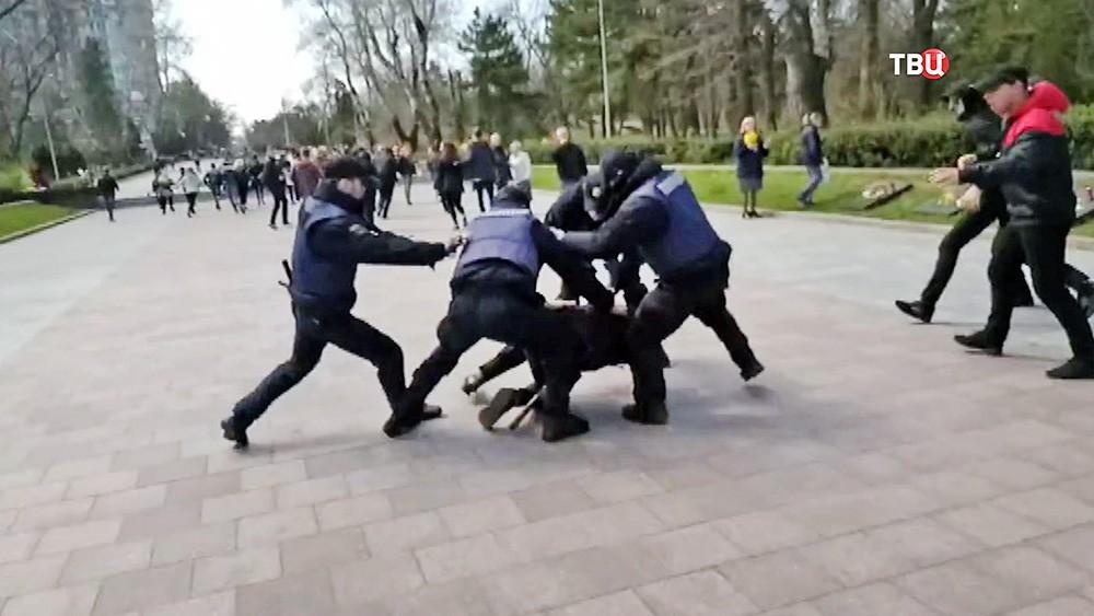 Столкновения Украинских радикалов с полицией