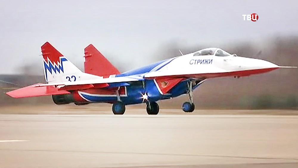 """Истребитель пилотажной группы """"Стрижи"""""""