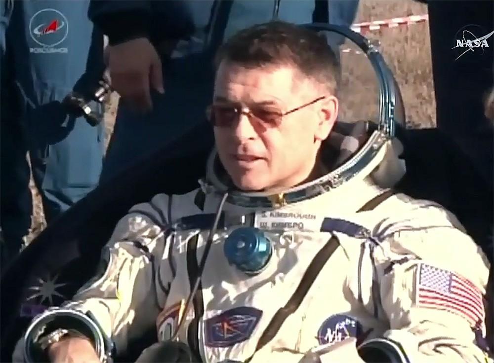 Астронавт Шейн Кимброу после приземления