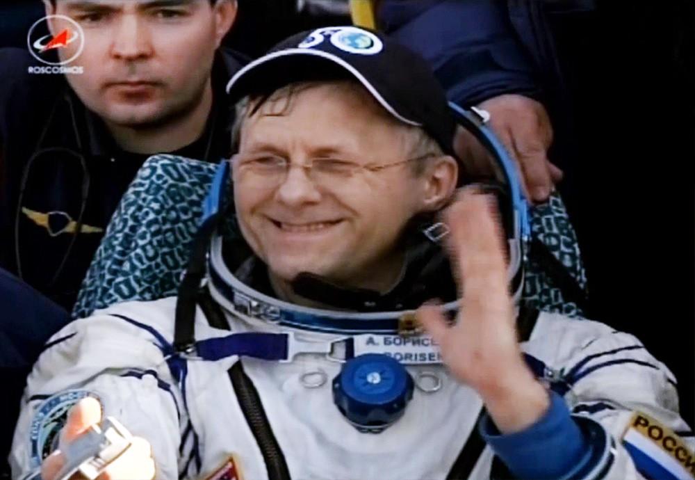 Космонавт Андрей Борисенко после приземления