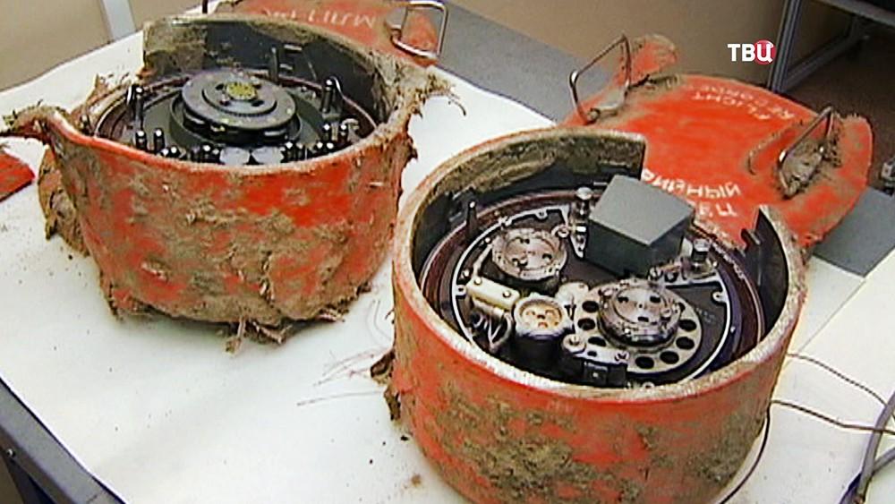 Самописцы найденные на месте крушения польского правительственного самолета Ту-154 под Смоленском