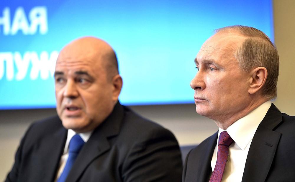Президент России Владимир Путин и руководитель ФНС Михаил Мишустин