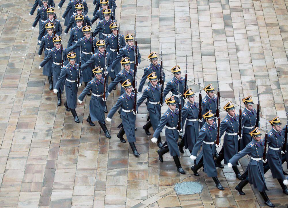 Церемония развода пеших и конных караулов Президентского полка в Кремле