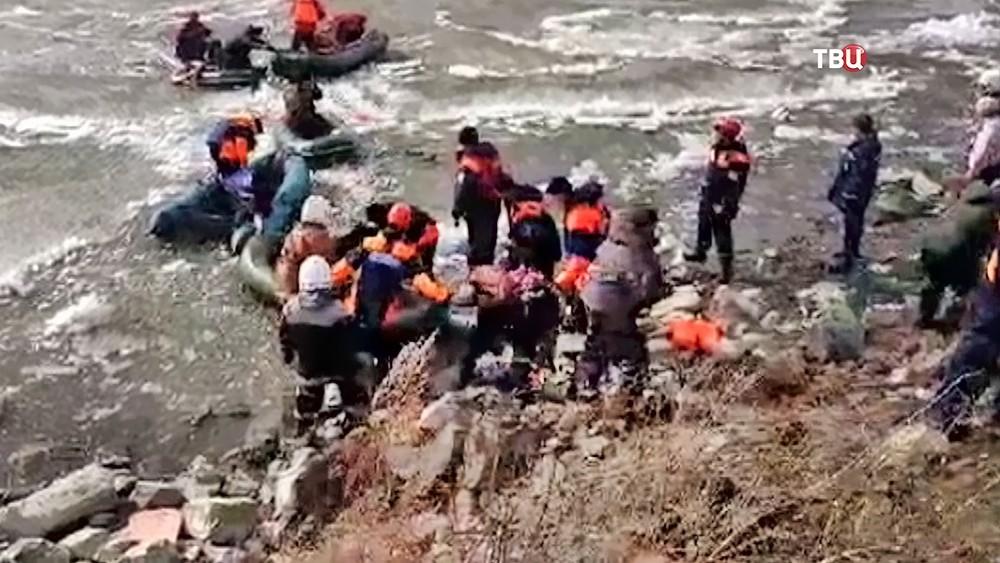 Спасение рыбаков со льдины