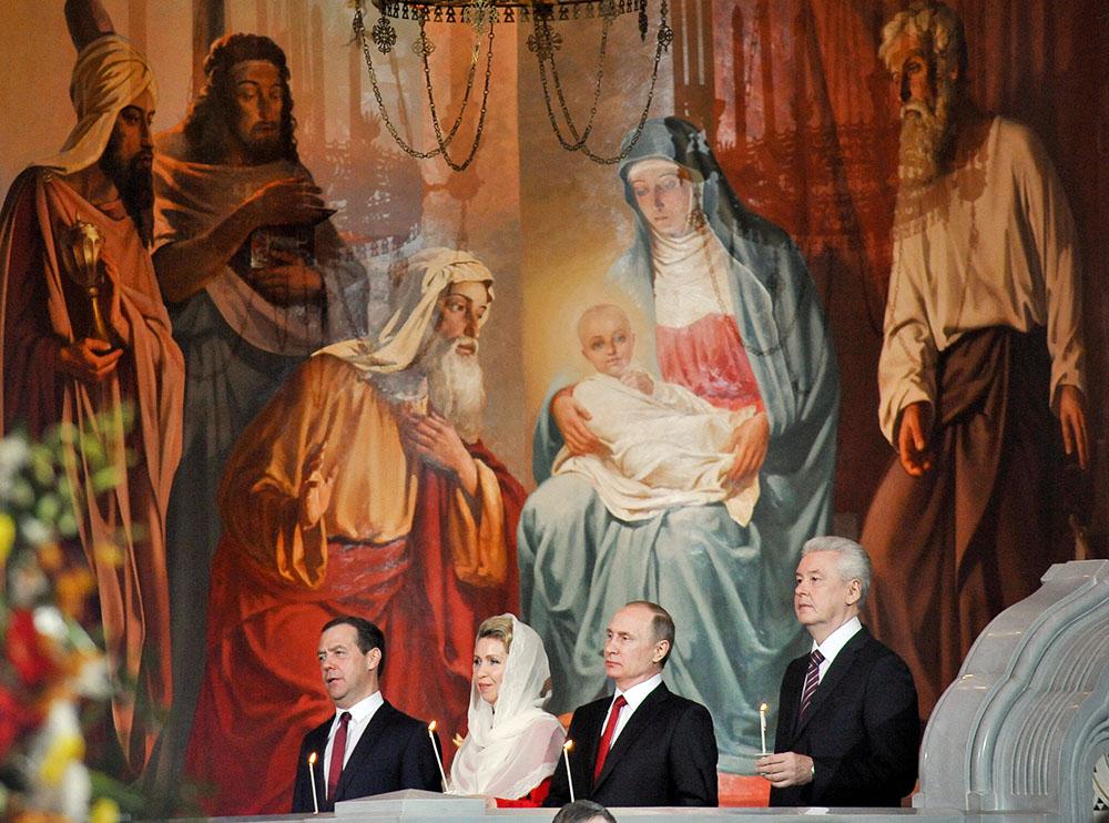 Дмитрий Медведев, Светлана Медведева, Владимир Путин и Сергей Собянин на пасхальном богослужении в храме Христа Спасителя