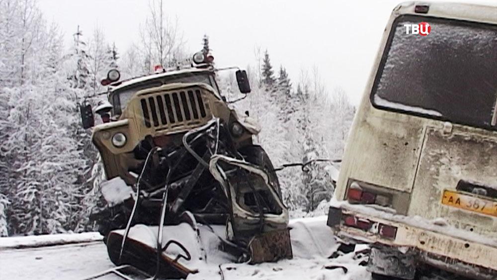 ДТП с участием автобуса и грузовика в Коми