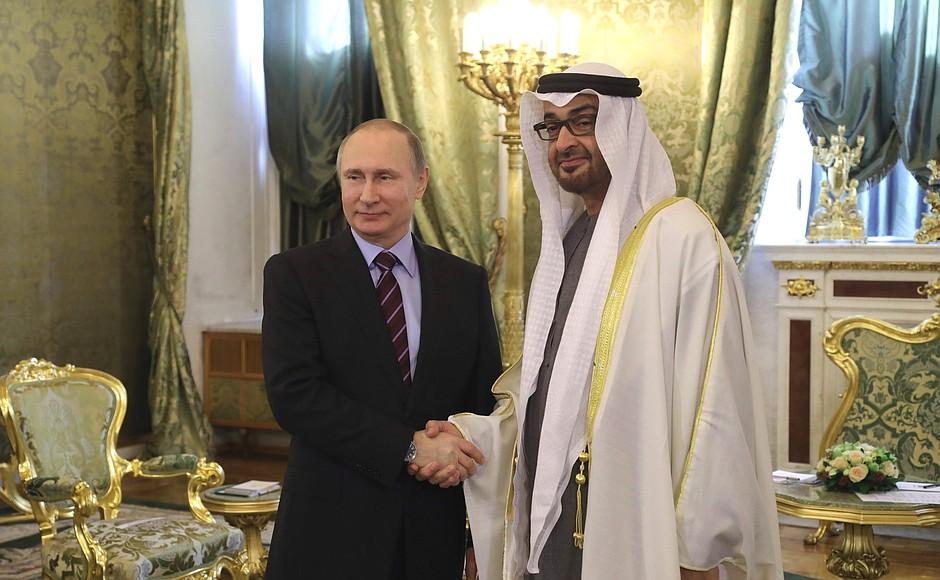 Президент России Владимир Путин и наследный принц Абу-Даби Мухаммед аль Нахайян