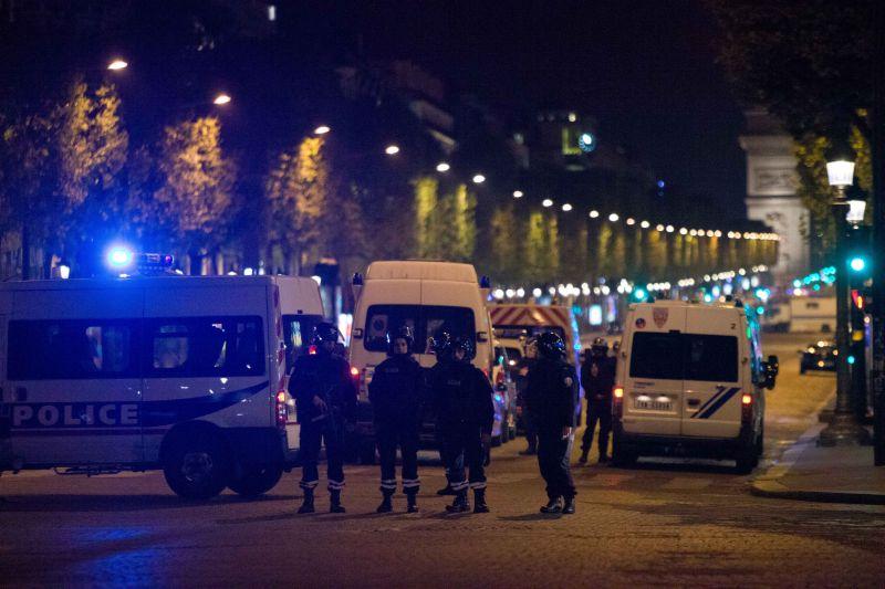 Полиция на месте теракта в Париже