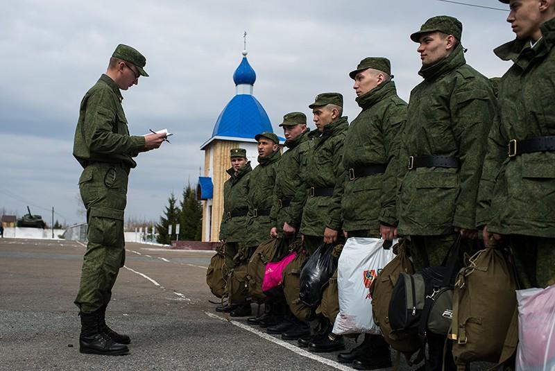 Призывники на сборном пункте военного комиссариата