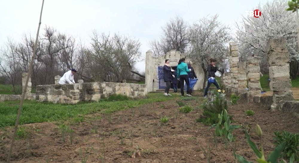 Строители Керченского моста провели субботник наКубани иКрыму