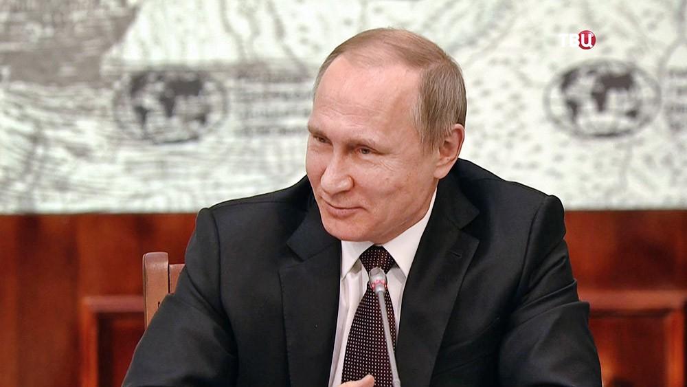 Приходится смотреть, чтобы РФ  несъели (5)— Путин