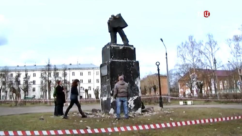 Вандалы разрушили памятник Пушкину в Орехово-Зуеве