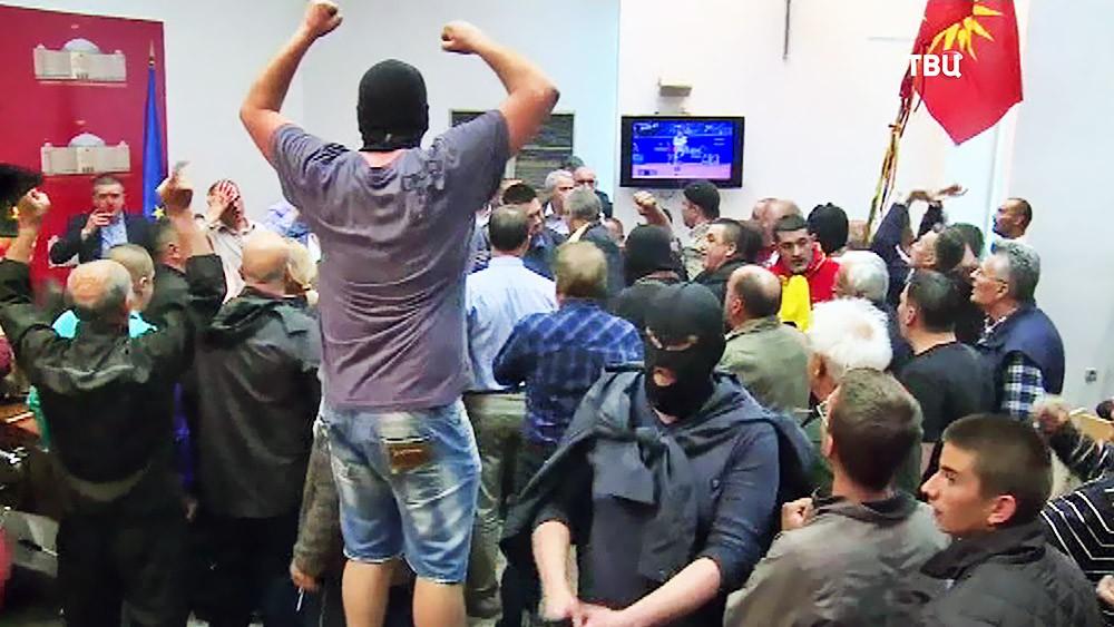 Беспорядки в здании парламента Македонии
