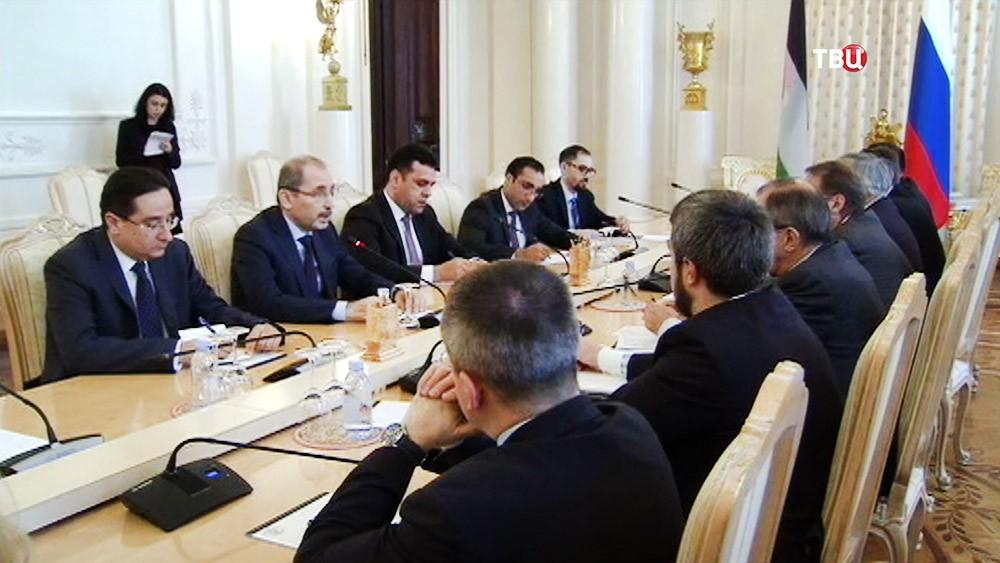 Глава МИД России Сергей Лавров на встрече со своим коллегой из Иордании Айманом ас-Сафади