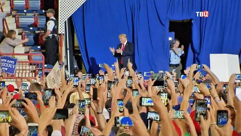 Дональд Трамп на встрече со своими сторонниками