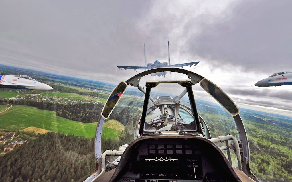 Кабина пилота истребителя Су-30