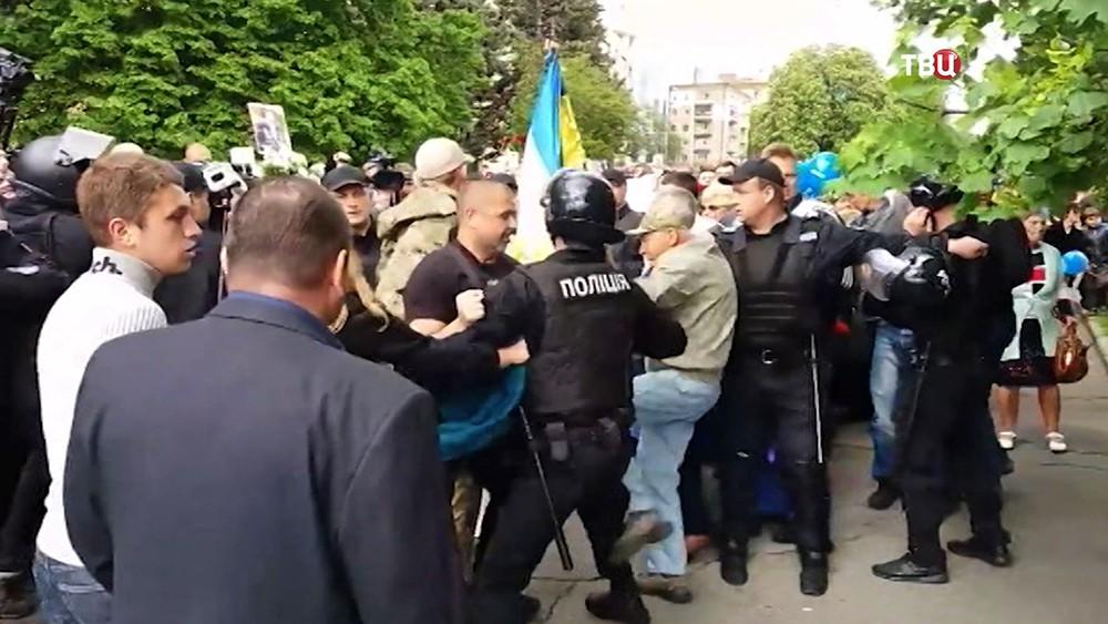 Полиция Украины препятствует уличным беспорядкам