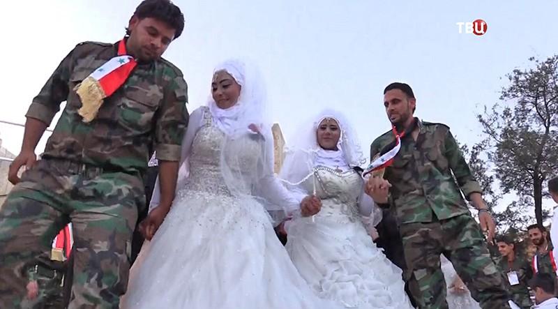 Восвобожденном оттеррористов Алеппо сыграли 30 свадеб одновременно