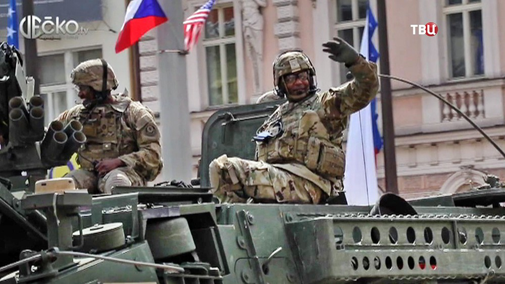 Парад военнослужащих США на празднике 9 мая в Чехии