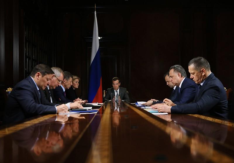 Председатель правительства России Дмитрий Медведев проводит совещание с вице-премьерами