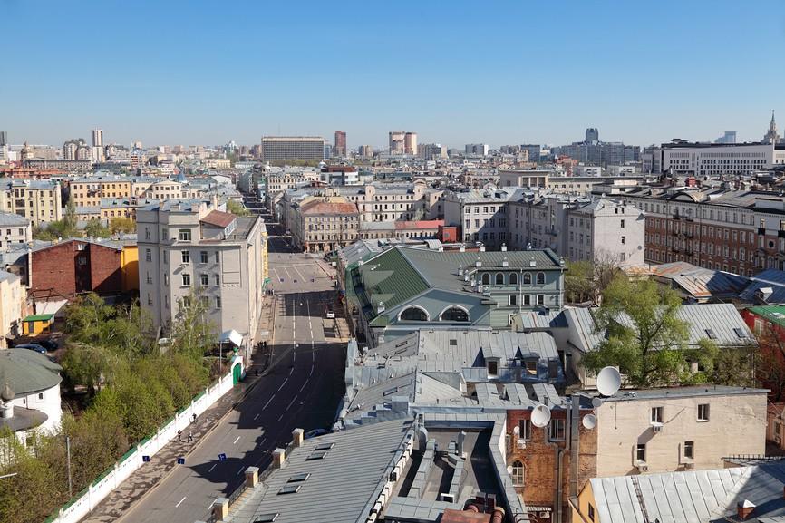 Москва, вид на улицу Большая Лубянка с крыши здания