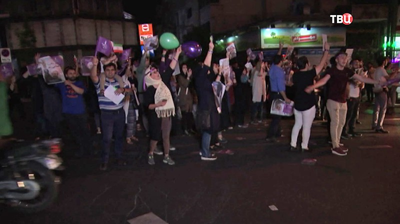 Выборы президента Ирана продлили надва часа