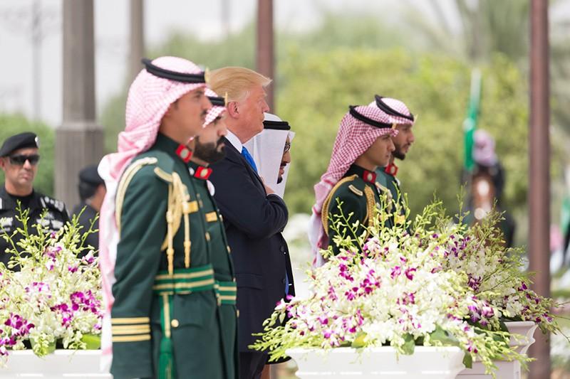 Президент США Дональд Трамп во время визита в Саудовскую Аравию