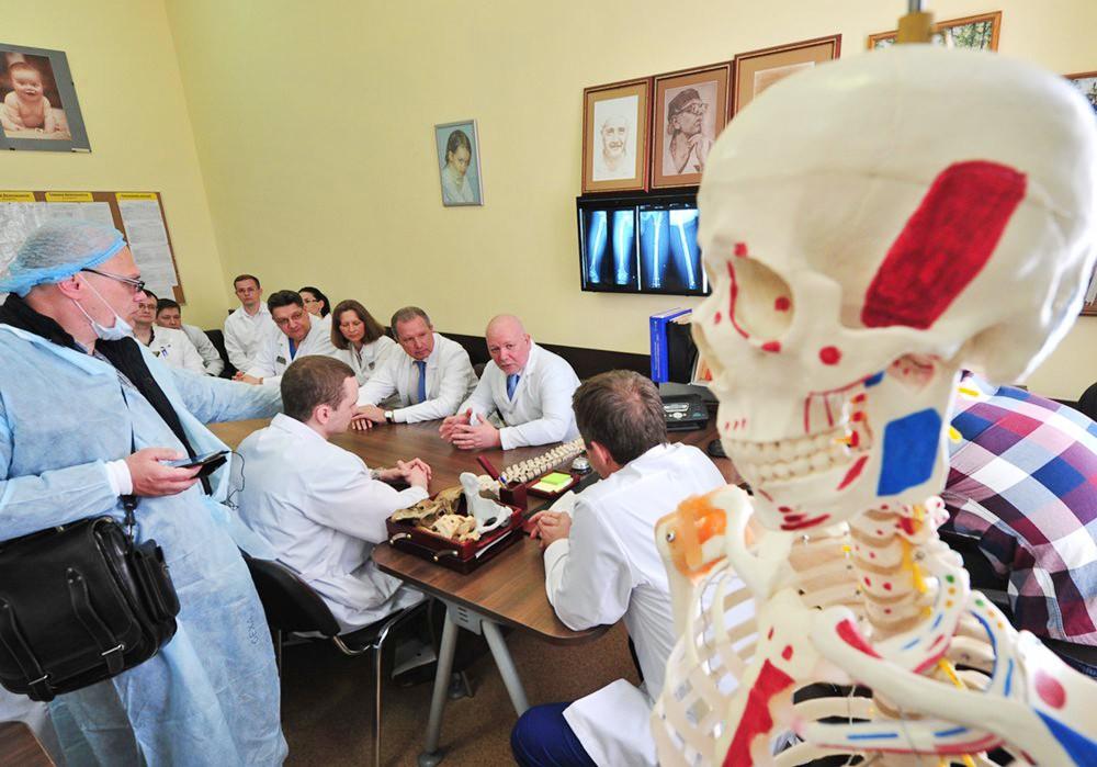 Консилиум врачи-травматологи в больнице