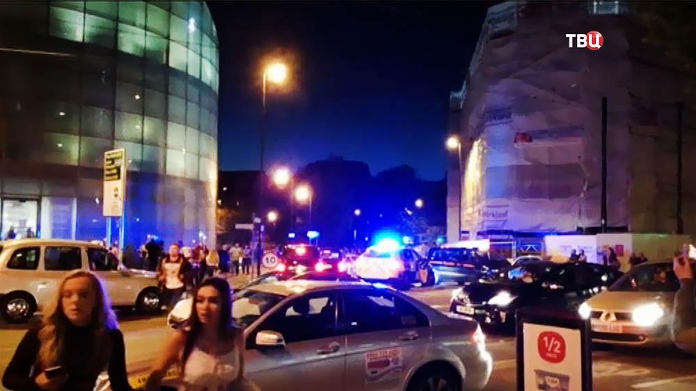 Полиция у стадиона в Манчестере
