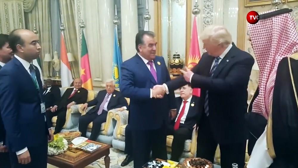 Президент Таджикистана Эмомали Рахмон и президент США Дональд Трамп