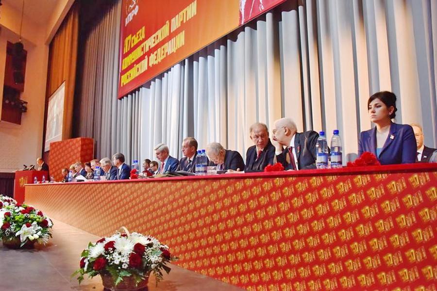 Зюганова вновь переизбрали напост председателя КПРФ
