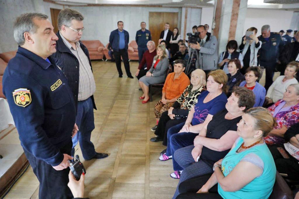 Глава МЧС Владимир Пучков на встрече с жителями районов пострадавших от паводка